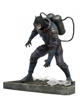 DC Comic Gallery PVC Statue DCeased Batman 20 cm