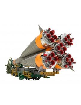 Soyuz Rocket & Transport Train Plastic Model Kit 1/150 32 cm